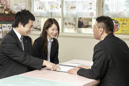 各界で評価されている企業や卒業生からのバックアップ
