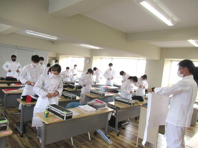実習室指導 ~調理師の卵としての第一歩~