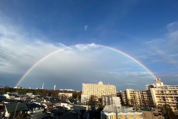 虹が虹が 空にかかって~♫